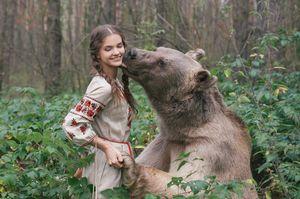 медведь во сне с женщиной