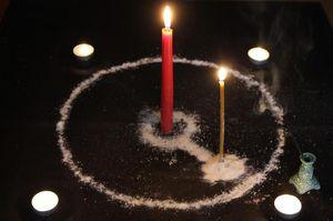 На свечах